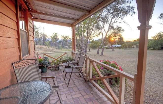 cottage-verandah